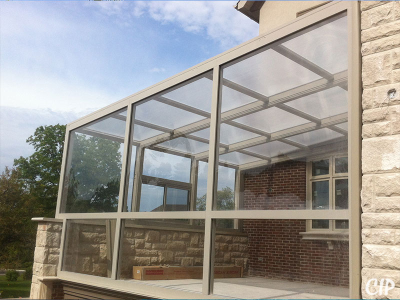 Frameless glass pool enclosure - a safe and beautiful choice